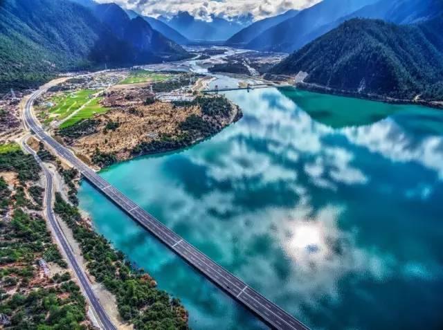 中国最美高速将通车 一路风景秒杀瑞士(组图)