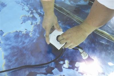 85后造出不怕水的插座 获95个国家专利保护 (图)