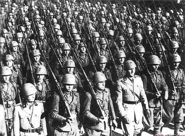"""德国有这样的""""猪""""队友,二战它不败都不行,忙着吃面竟被一锅端 ... ..."""